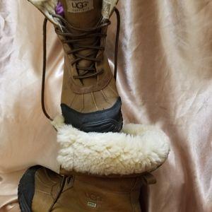 Orginal woman Huggs boots